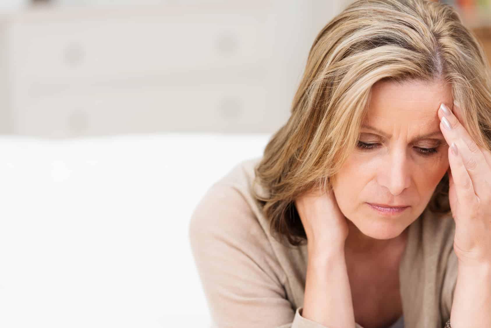 Frau mit schmerzen
